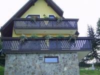Lesene balkonske ograje, leseni nadstreški, otroška igrala, vrtne ute Hajd Karel s.p., Štajerska