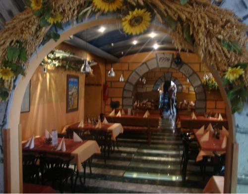 Pizzerija in pivnica Orient Express, Divača gallery photo no.8