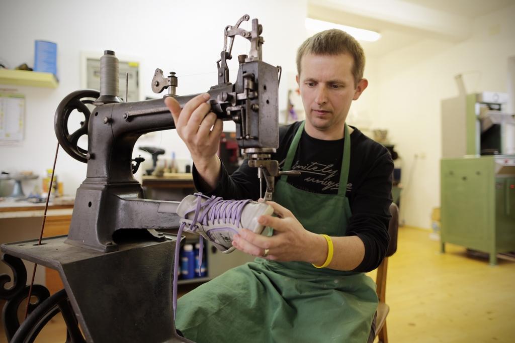 Čevljarstvo in usnjena galenterija PAFIK, proizvodnja obutve, Šenčur gallery photo no.1