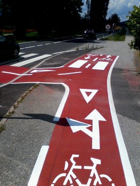 Barvanje talnih označb, barvanje cestnih črt, barvanje parkirišč gallery photo no.11