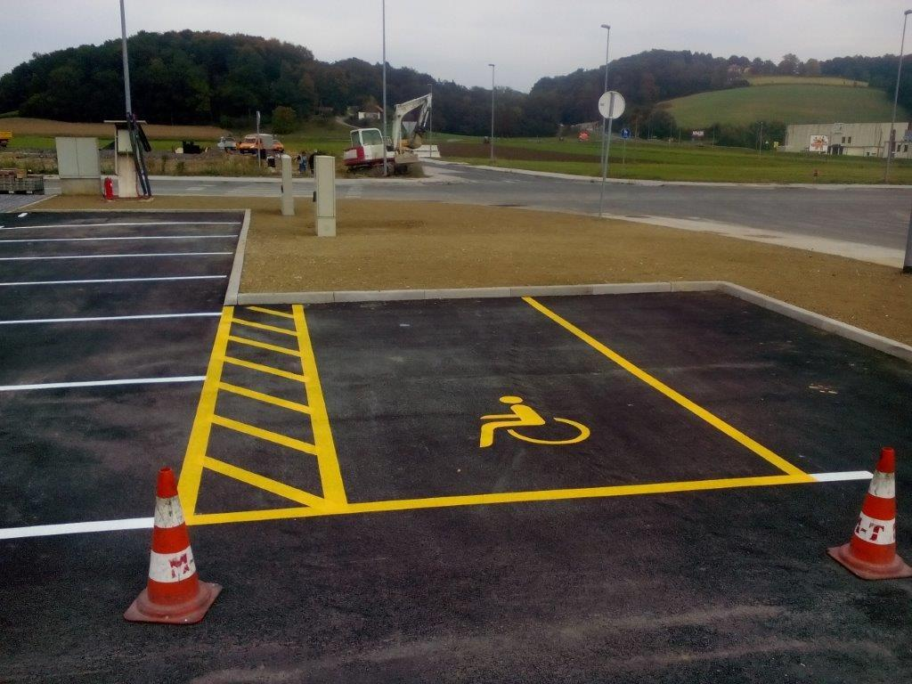 Barvanje talnih označb, barvanje cestnih črt, barvanje parkirišč gallery photo no.18