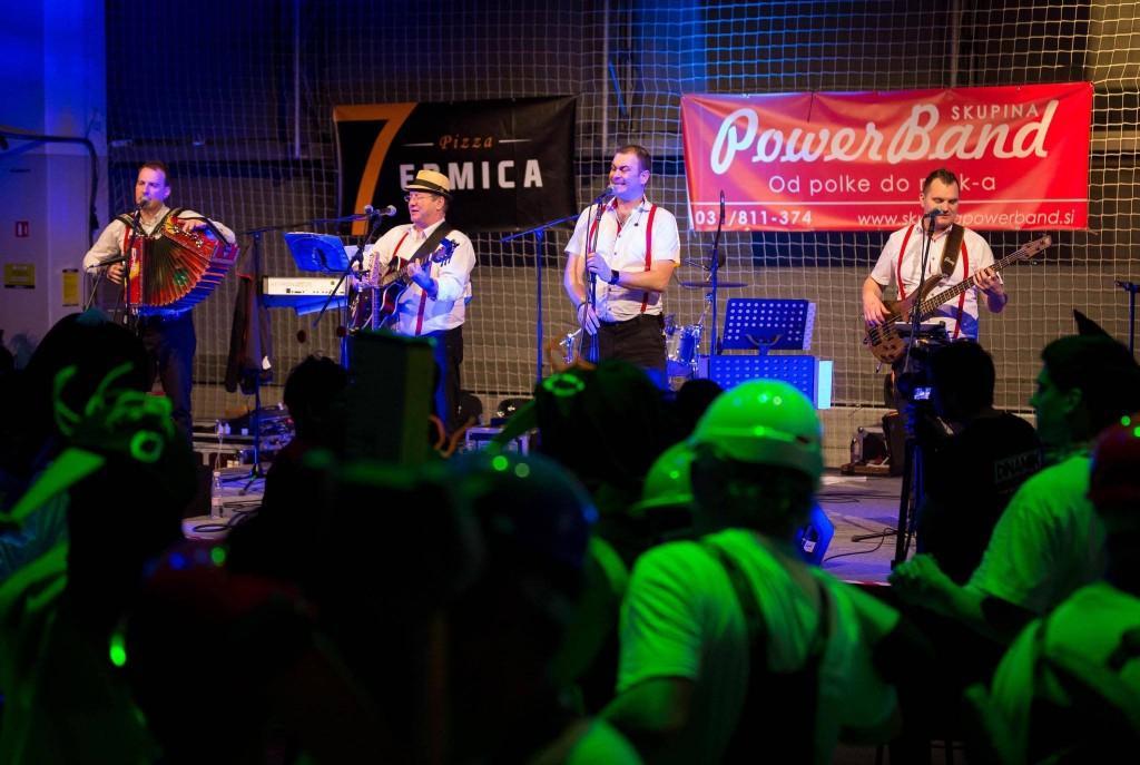 Glasba za zaključene družbe, glasba za poroke, band za poroko - Skupina Power Band gallery photo no.4