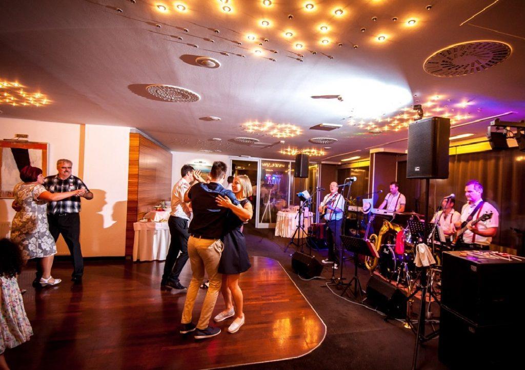 Glasba za zaključene družbe, glasba za poroke, dober band za poroko - Skupina Power Band gallery photo no.9
