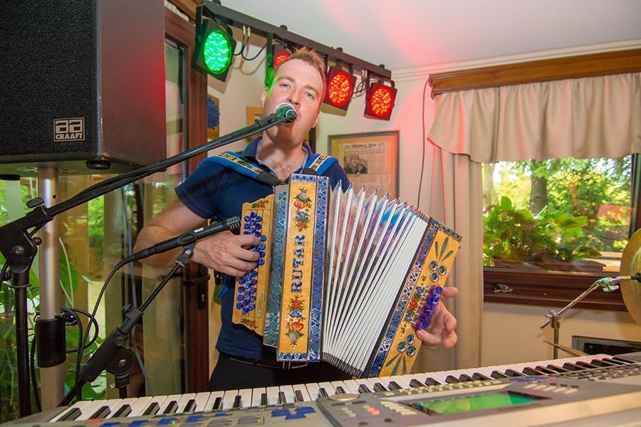 Glasba za zaključene družbe, glasba za poroke, band za poroko - Skupina Power Band gallery photo no.20