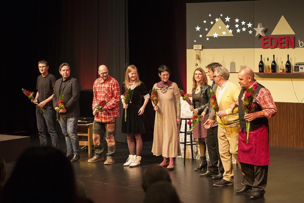 Gledališka predstava BUH POMAGEJ gallery photo no.4