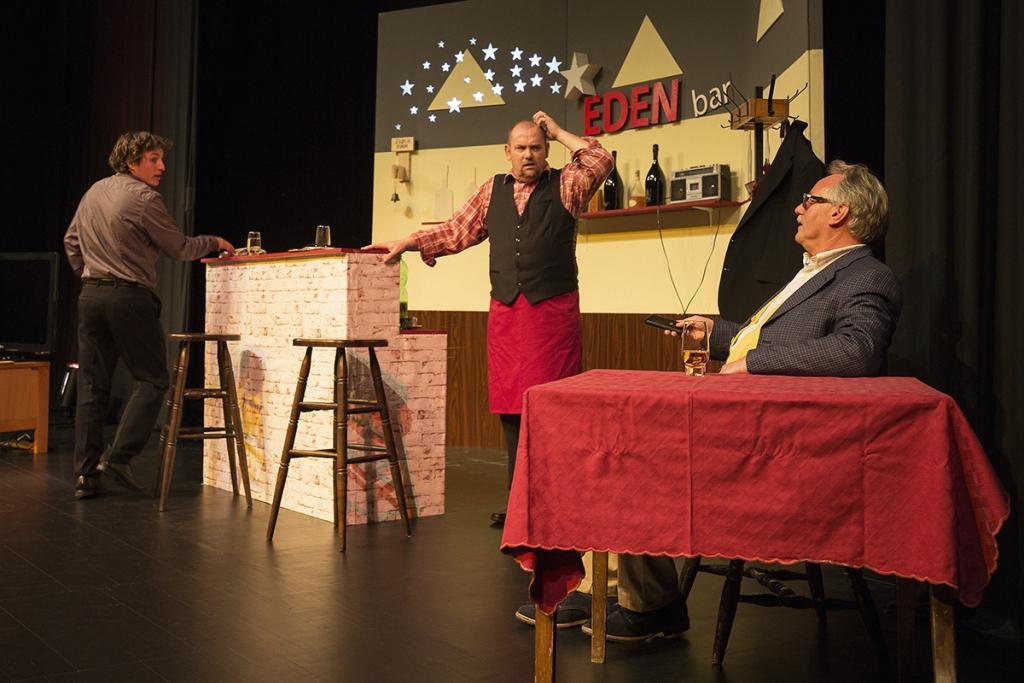 Gledališka predstava BUH POMAGEJ gallery photo no.5
