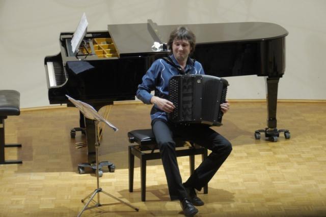 Rihard harmonikar - instrumentalist - avtor - pevec gallery photo no.3