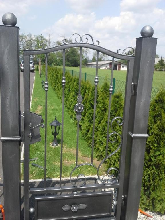 Izdelava, montaža unikatnih kovanih ograj, unikatne kovane ograje gallery photo no.15