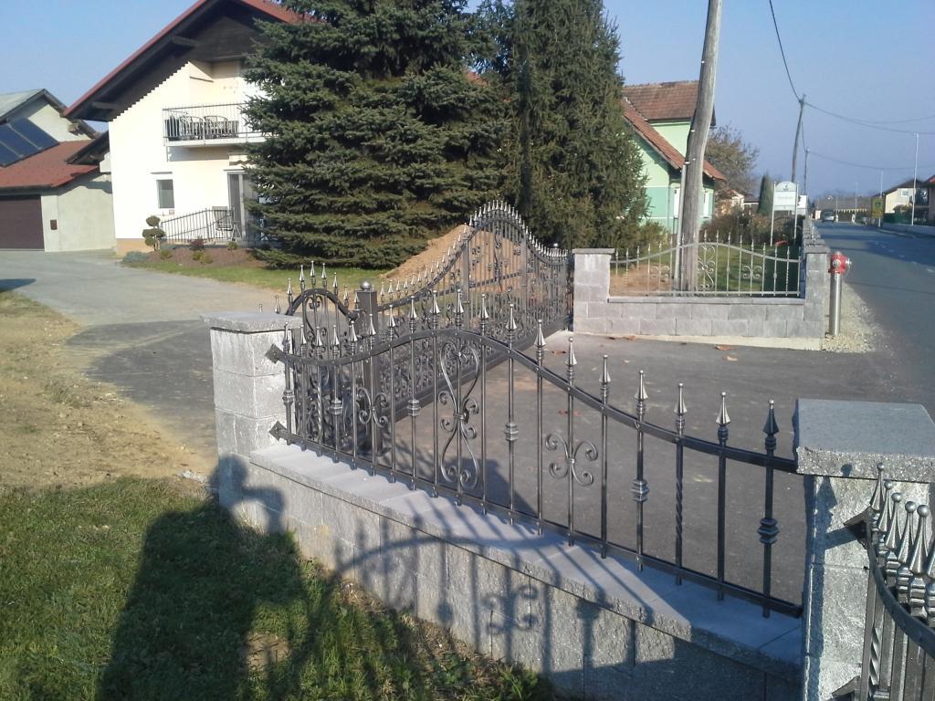 Izdelava, montaža unikatnih kovanih ograj, unikatne kovane ograje gallery photo no.35