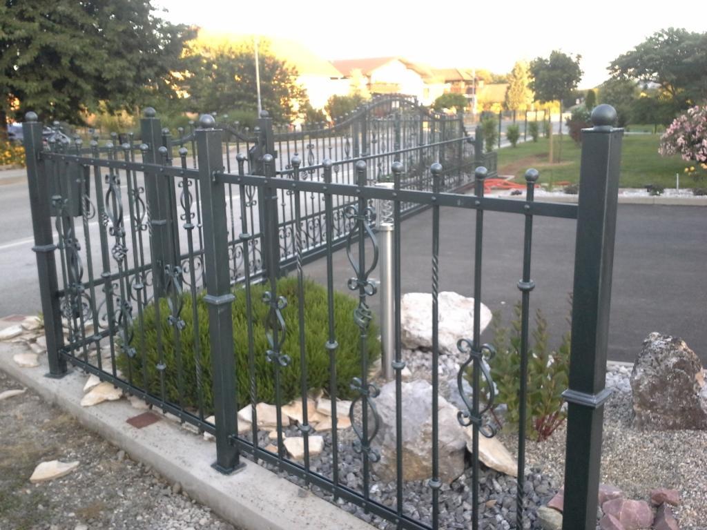 Izdelava, montaža unikatnih kovanih ograj, unikatne kovane ograje gallery photo no.49