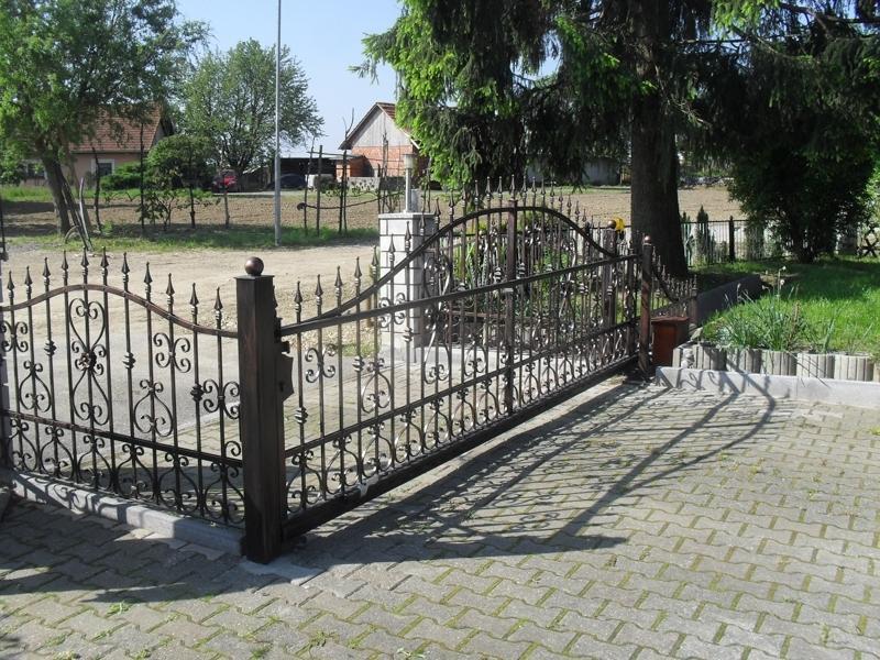 Izdelava, montaža unikatnih kovanih ograj, unikatne kovane ograje gallery photo no.94