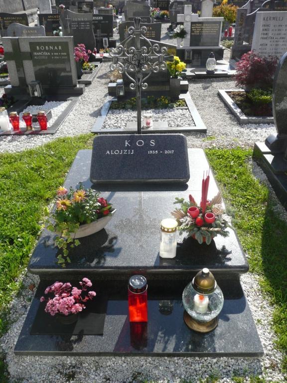 Klesanje črk v nagrobne spomenike, nagrobni spomeniki Gorenjska - klesanje.si gallery photo no.36