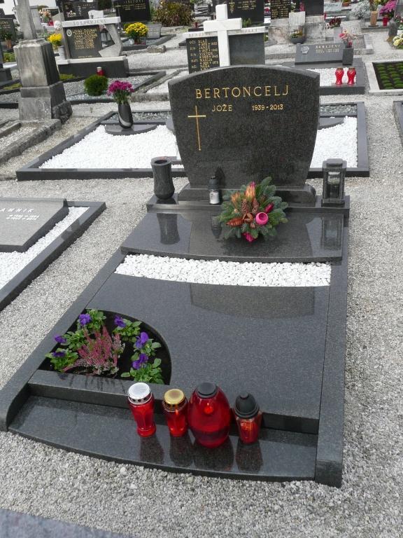 Klesanje črk v nagrobne spomenike, nagrobni spomeniki Gorenjska - klesanje.si gallery photo no.12