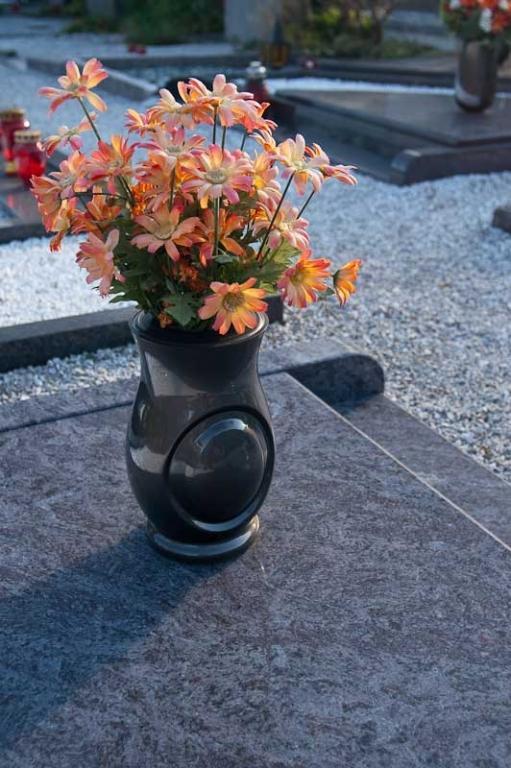 Klesanje črk v nagrobne spomenike, nagrobni spomeniki Gorenjska - klesanje.si gallery photo no.14