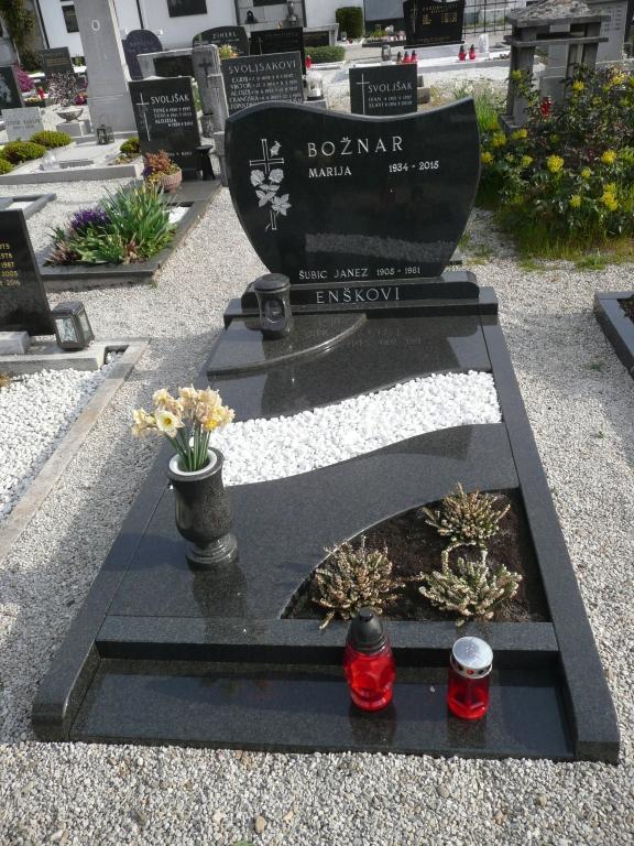Klesanje črk v nagrobne spomenike, nagrobni spomeniki Gorenjska - klesanje.si gallery photo no.21