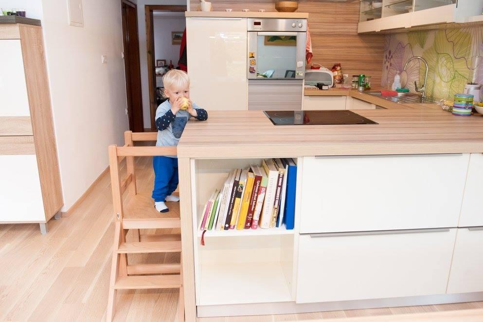 Kuhinjski pomagalček, lesena otroška igrala - Mizarstvo Dečman gallery photo no.4