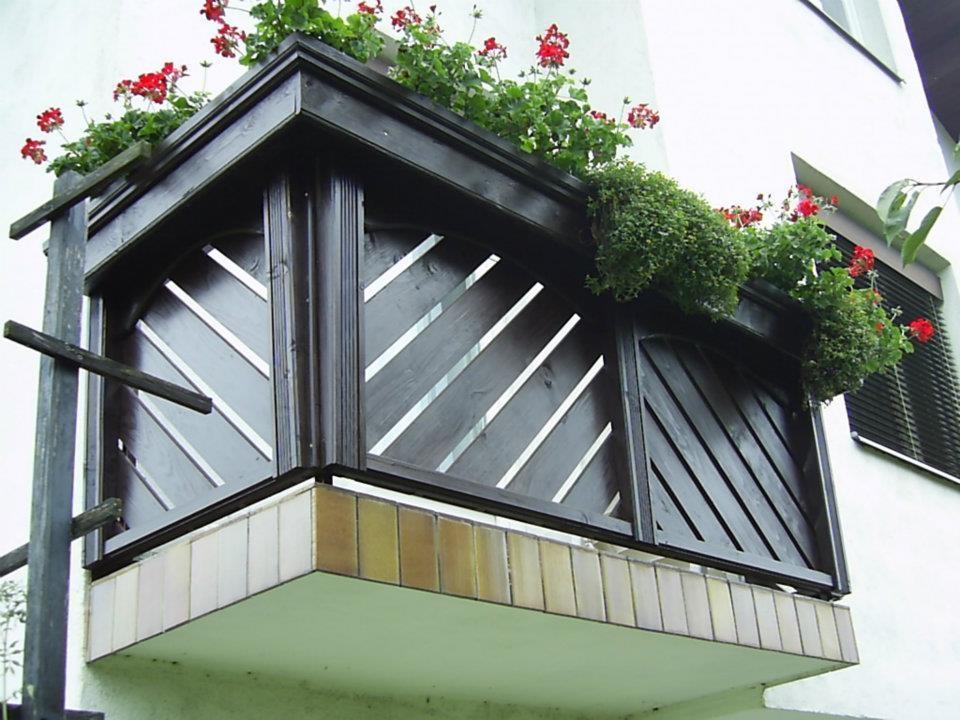 Lesene balkonske ograje, leseni nadstreški, otroška igrala, vrtne ute Hajd Karel s.p., Štajerska  gallery photo no.1