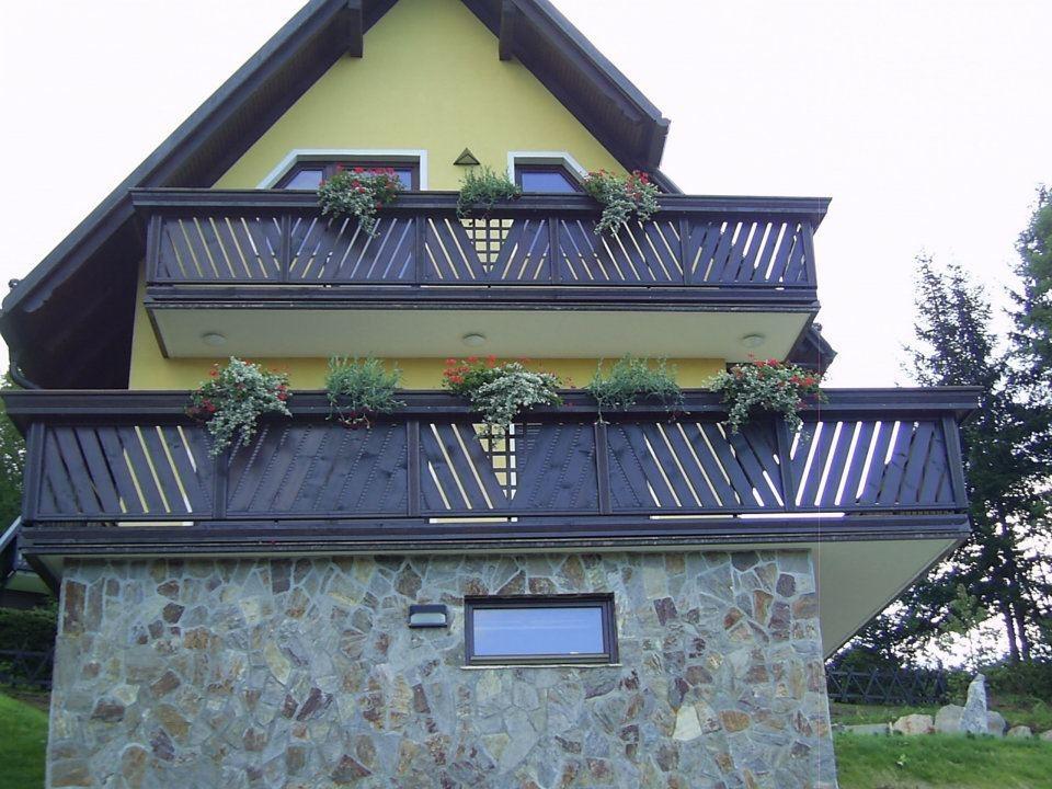 Lesene balkonske ograje, leseni nadstreški, otroška igrala, vrtne ute Hajd Karel s.p., Štajerska  gallery photo no.13