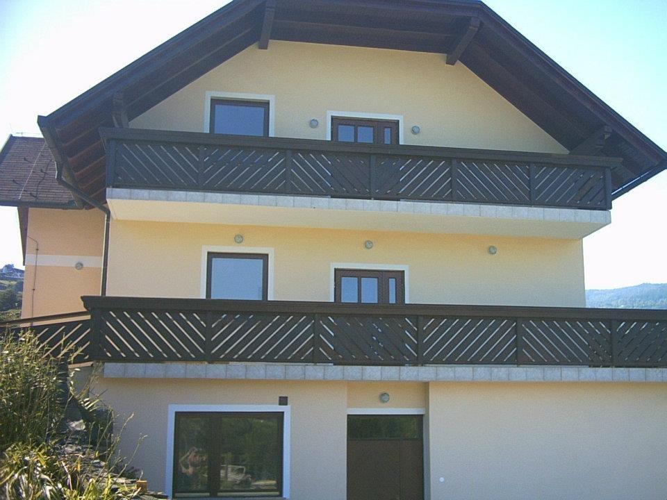 Lesene balkonske ograje, leseni nadstreški, otroška igrala, vrtne ute Hajd Karel s.p., Štajerska  gallery photo no.6