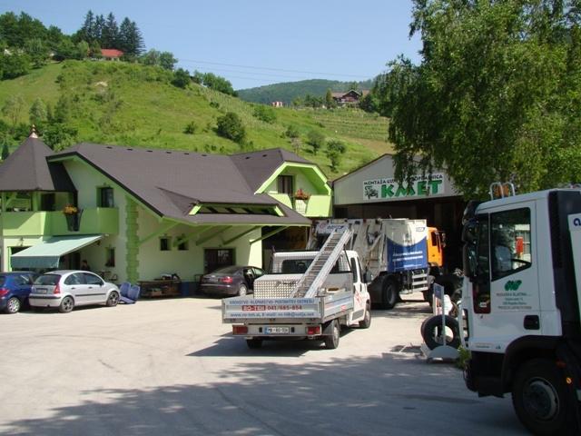 Kemično čiščenje na terenu, Montaža gum in avtopralnica KMET, Rogaška Slatina gallery photo no.2