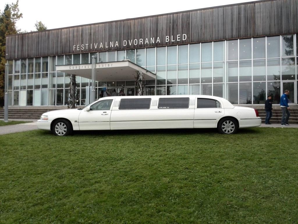 Najem limuzine, najem poročnega avtomobila, najem ameriške limuzine gallery photo no.18