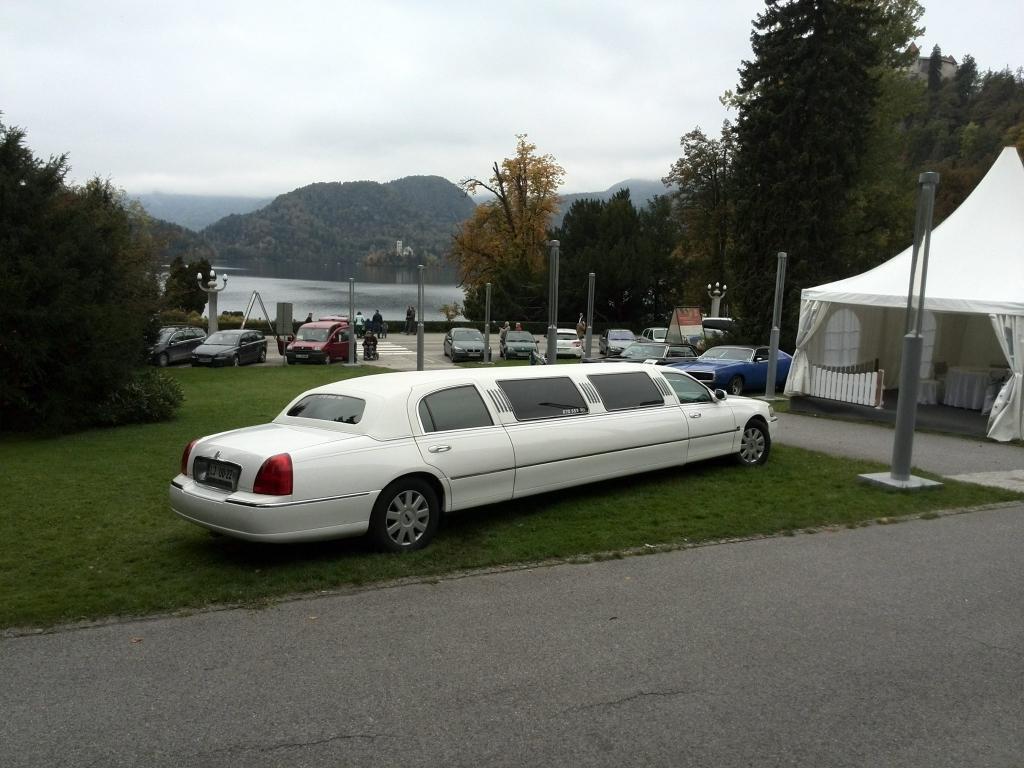 Najem limuzine, najem poročnega avtomobila, najem ameriške limuzine gallery photo no.20