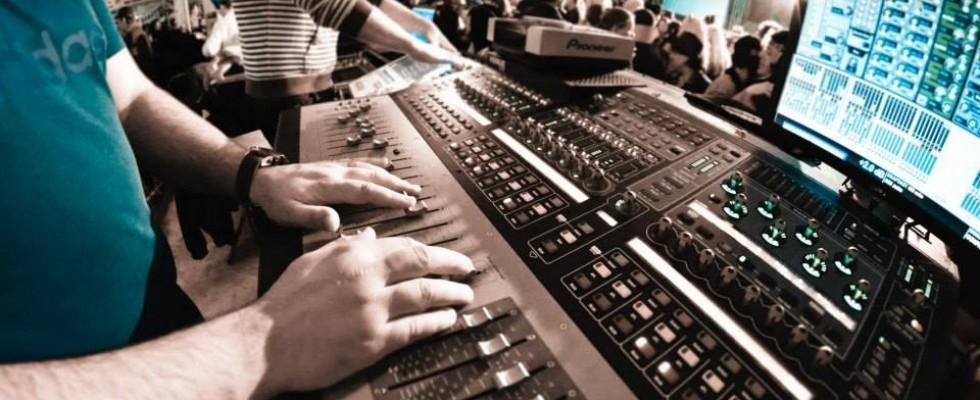 Najem ozvočenja, postavitev ozvočenja, razsvetljava odra, led zasloni Bumerang d.o.o. gallery photo no.2