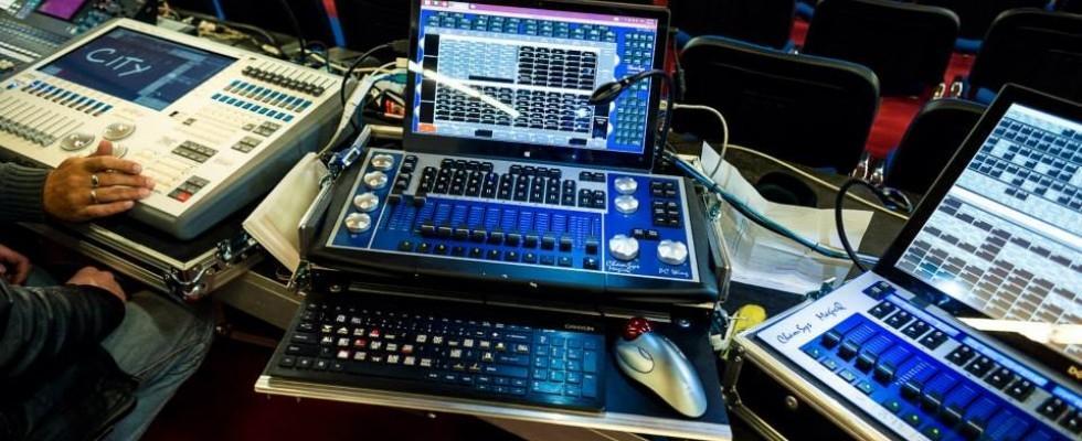 Najem ozvočenja, postavitev ozvočenja, razsvetljava odra, led zasloni Bumerang d.o.o. gallery photo no.7