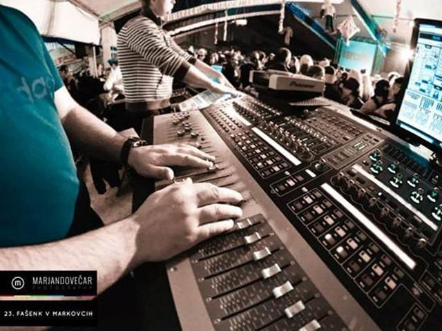 Najem ozvočenja, postavitev ozvočenja, razsvetljava odra, led zasloni Bumerang d.o.o. gallery photo no.23