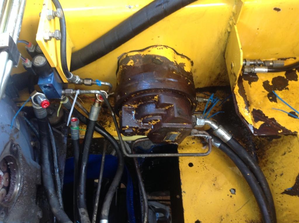 servis gradbene mehanizacije, servis strojev, popravilo beton pumpe, popravilo mikser pump, Robert Mali gallery photo no.4