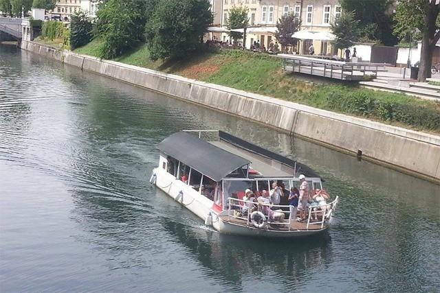 Plovba po Ljubljanici - rečna ladja ŽABA gallery photo no.6