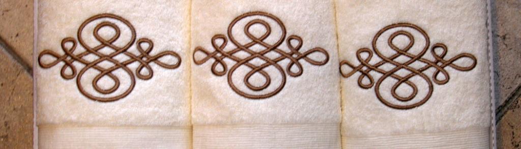 MUNH d.o.o. Prodaja in izdelava jogi rjuh, posteljnine, namiznih prtov, brisač in posteljnine z idrijsko čipko, posteljnina, prti gallery photo no.7