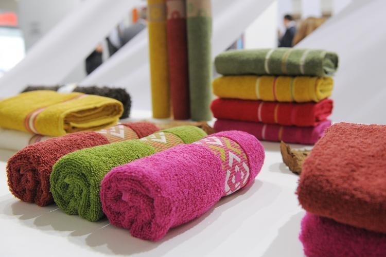 MUNH d.o.o. Prodaja in izdelava jogi rjuh, posteljnine, namiznih prtov, brisač in posteljnine z idrijsko čipko, posteljnina, prti gallery photo no.17