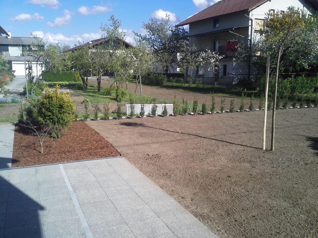 Urejanje, vzdrževanje vrtov, polaganje, setev trave, obrezovanje drevja, žive meje - Vrtnarstvo Šink gallery photo no.16