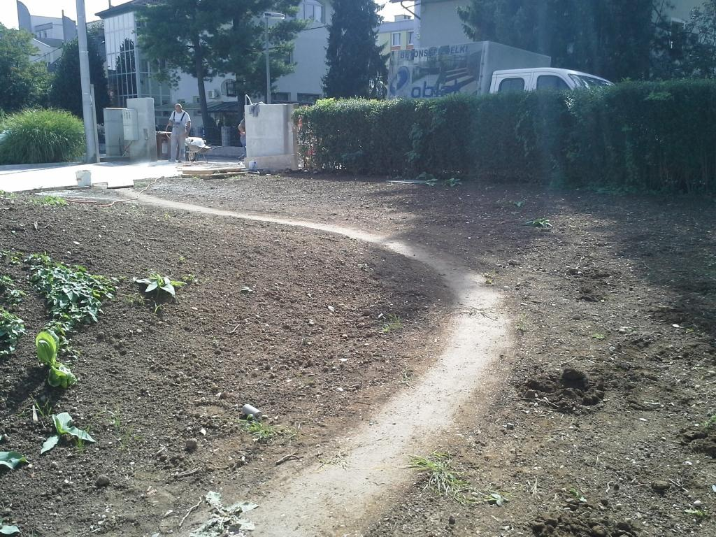 Urejanje, vzdrževanje vrtov, polaganje, setev trave, obrezovanje drevja, žive meje - Vrtnarstvo Šink gallery photo no.40