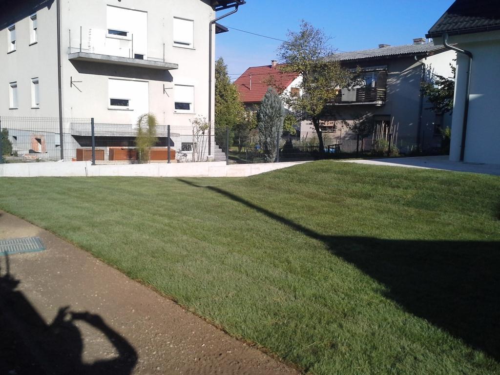 Urejanje, vzdrževanje vrtov, polaganje, setev trave, obrezovanje drevja, žive meje - Vrtnarstvo Šink gallery photo no.43