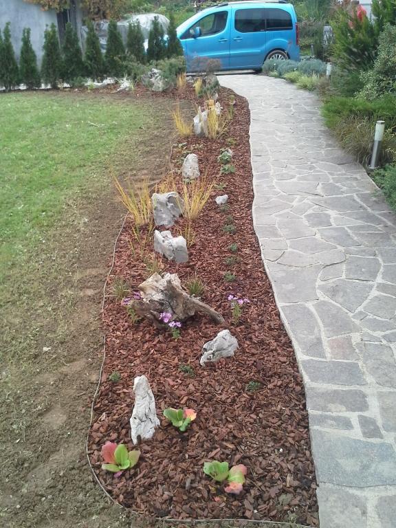 Urejanje, vzdrževanje vrtov, polaganje, setev trave, obrezovanje drevja, žive meje - Vrtnarstvo Šink gallery photo no.50
