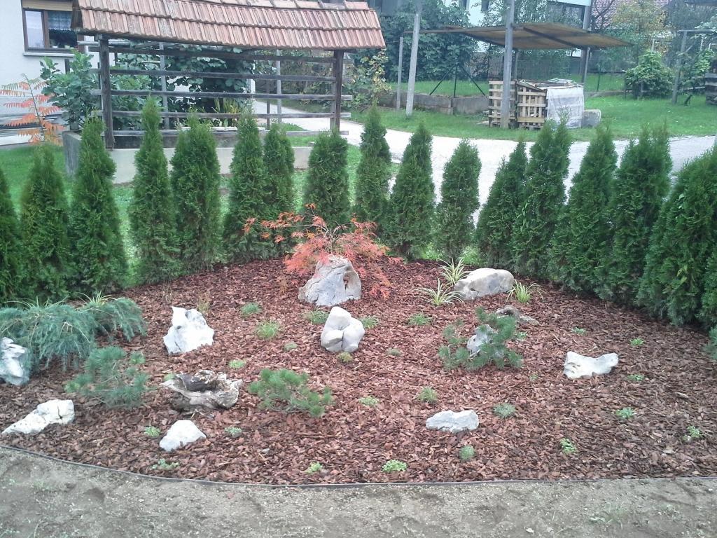 Urejanje, vzdrževanje vrtov, polaganje, setev trave, obrezovanje drevja, žive meje - Vrtnarstvo Šink gallery photo no.52