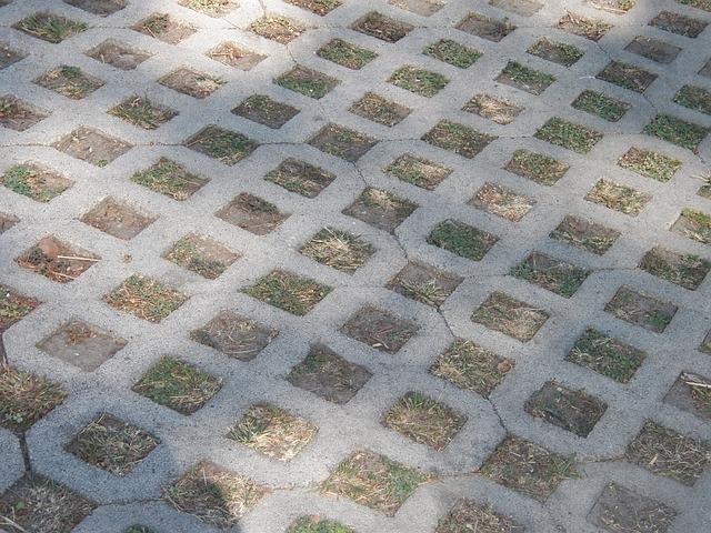 Urejanje okolice, asfaltiranje, polaganje tlakovcev Ptuj gallery photo no.3