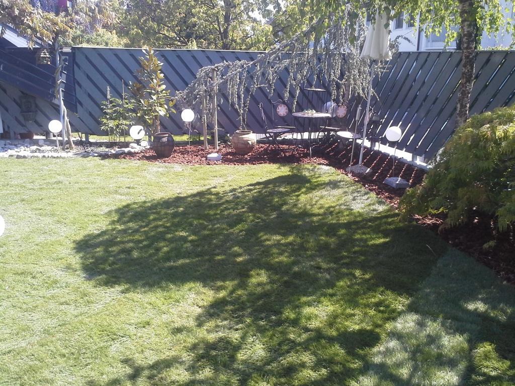Urejanje, vzdrževanje vrtov, polaganje, setev trave, obrezovanje drevja, žive meje - Vrtnarstvo Šink gallery photo no.80