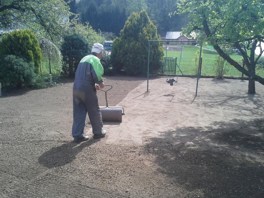 Urejanje, vzdrževanje vrtov, polaganje, setev trave, obrezovanje drevja, žive meje - Vrtnarstvo Šink gallery photo no.82