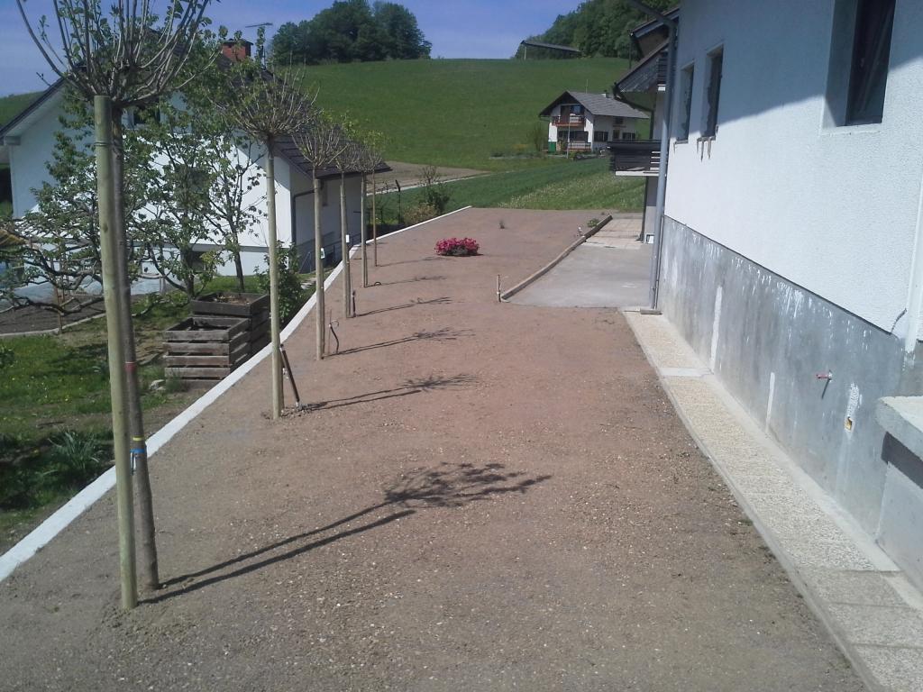 Urejanje, vzdrževanje vrtov, polaganje, setev trave, obrezovanje drevja, žive meje - Vrtnarstvo Šink gallery photo no.93