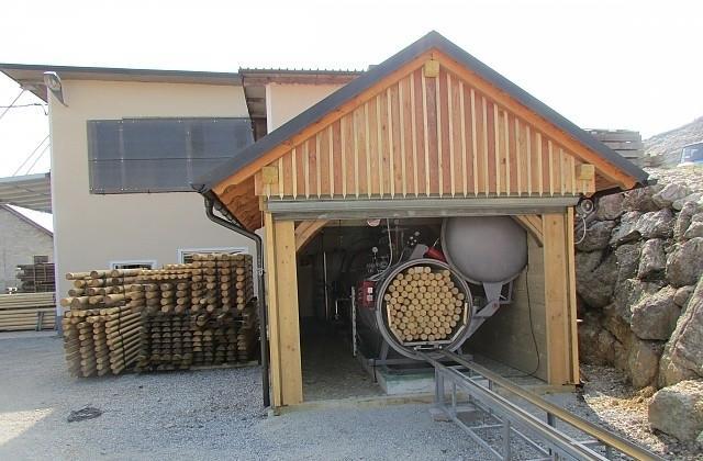 Vakuumsko globinsko impregniranje lesa, smrekovi koli, smrekovi stebri gallery photo no.0