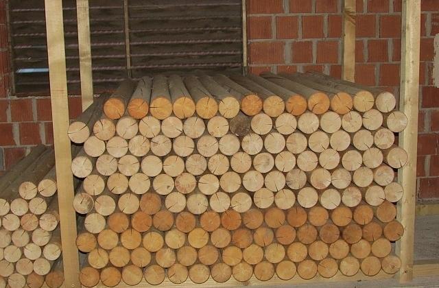 Vakuumsko globinsko impregniranje lesa, smrekovi koli, smrekovi stebri gallery photo no.3