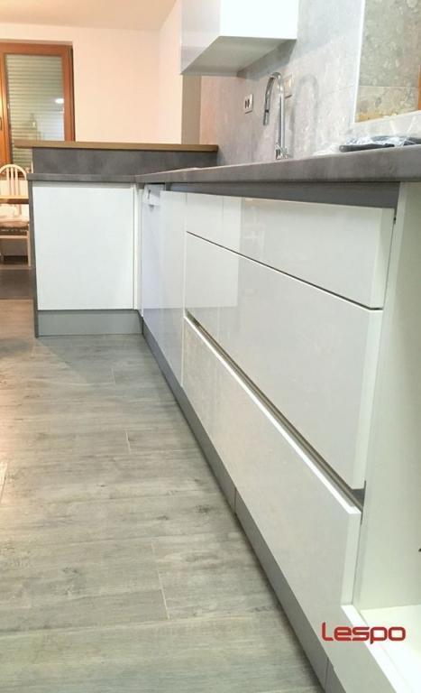 Mizarstvo Lespo - Vrata s skritimi nasadili, kuhinje po meri, furnirana in lakirana vrata gallery photo no.20