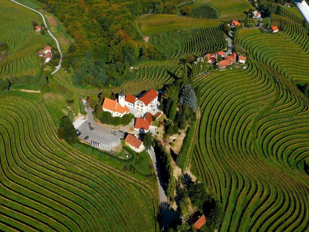 Katja Tu, treking, programma per la Slovenia, Dalmazia, Monte negro gallery photo no.6