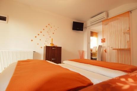 Oranžni apartma - product image