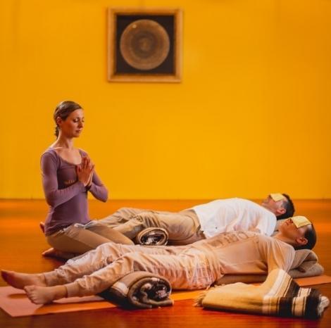 Mesečna regenerativna joga RELAX & RENEW - product image