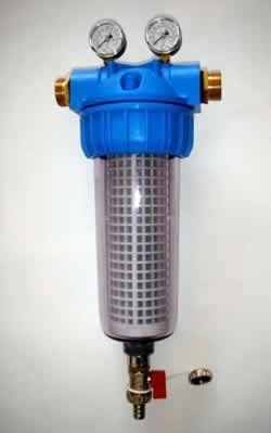 Povratno-izpiralni filter za vodo z manometri in vgrajenim nevtralizatorjem vodnega kamna - product image