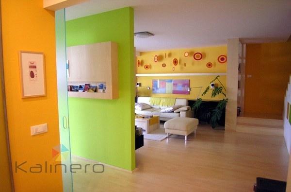 Pleskanje in barvanje sten stanovanja z živimi barvami - product image